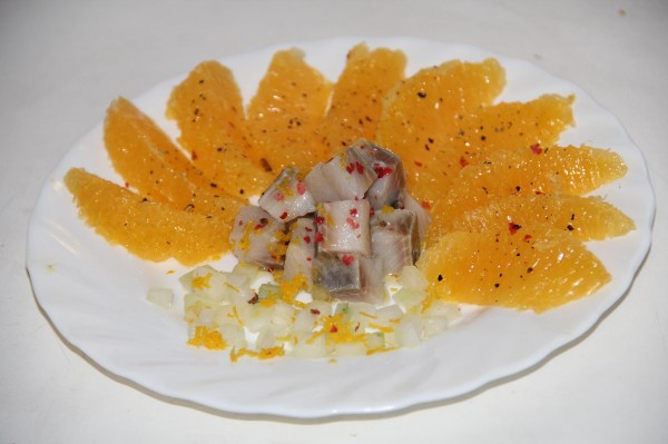 Салат с селедкой и апельсинами