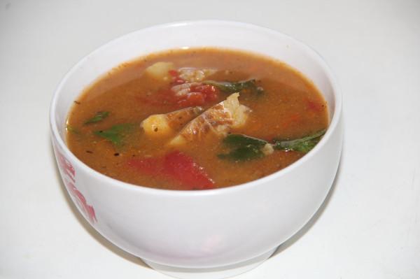 рыбный суп с рисом и помидорами