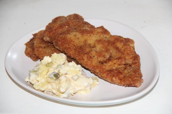 Шницель из свинины с немецким картофельным салатом