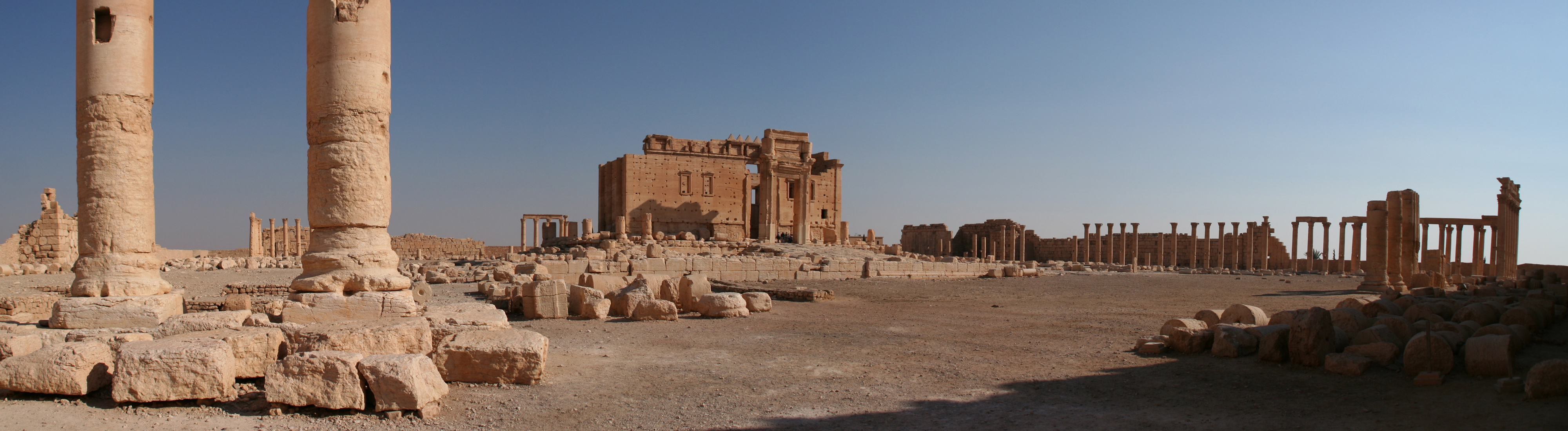 Palmyra_Ruines_Temple_of_Bel.jpg