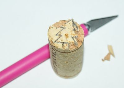 carving-diy-wine-cork-stamp
