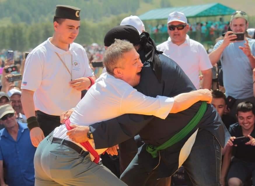 Как думаете, кто победил в татарской борьбе? Стивен Сигал или врио главы