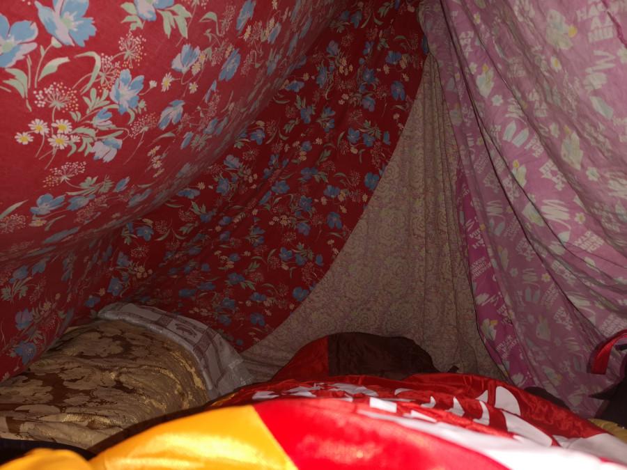 А где я сплю сегодня? Вон видишь сугроб в углу чума - там и ложись!