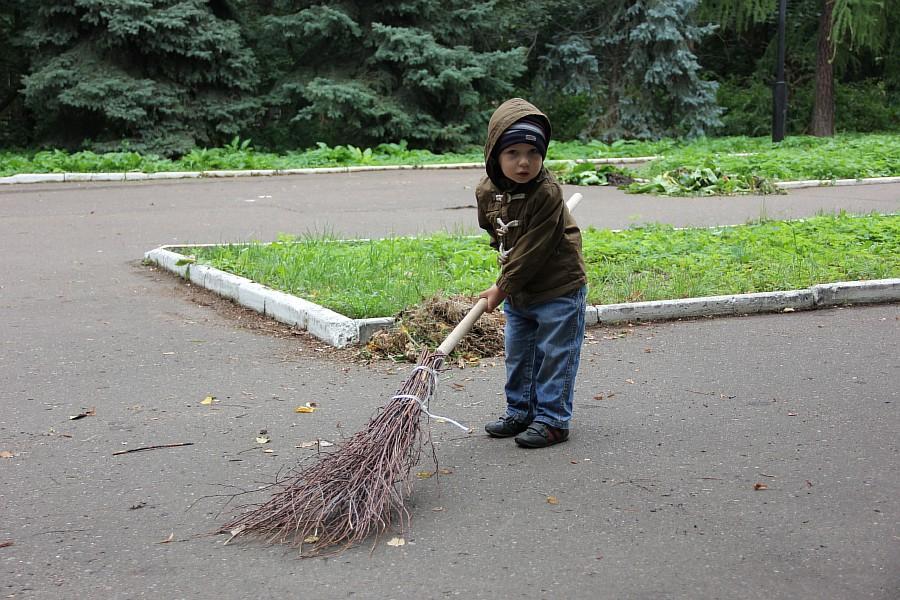 25 августа 2012 субботник в Казани 00