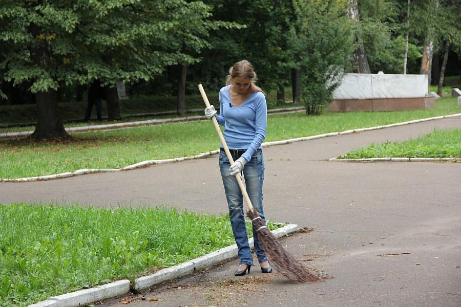 25 августа 2012 субботник в Казани 21
