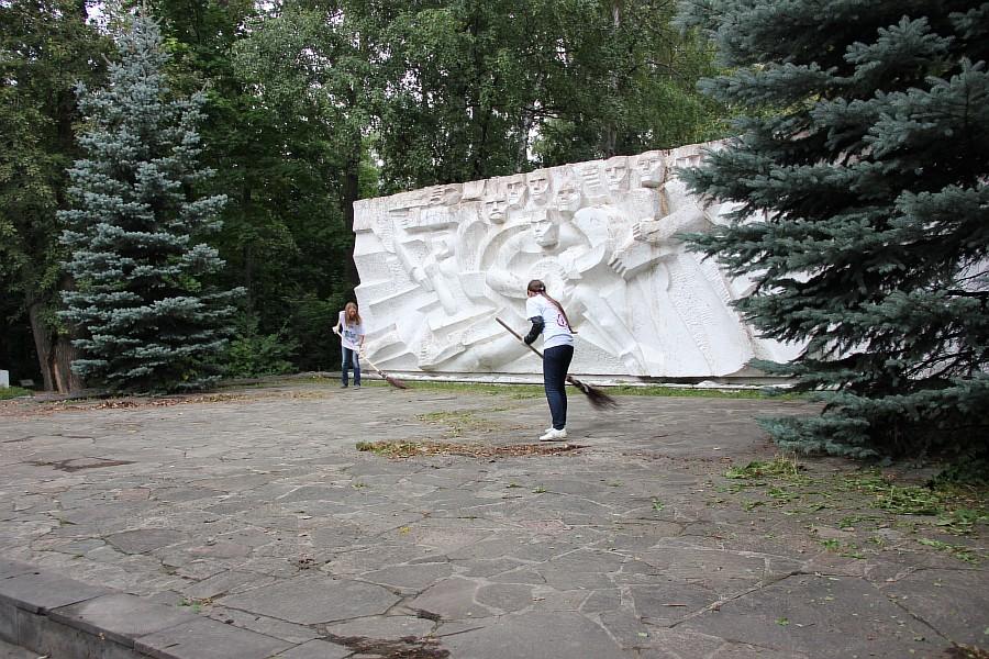 25 августа 2012 субботник в Казани 23