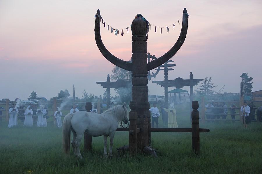 АКСАНОВ НИЯЗ - Обряд встречи солнца на празднике Ысыах в Якутии