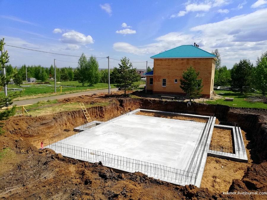 Мы решили построить небольшой бассейн рядом с домом