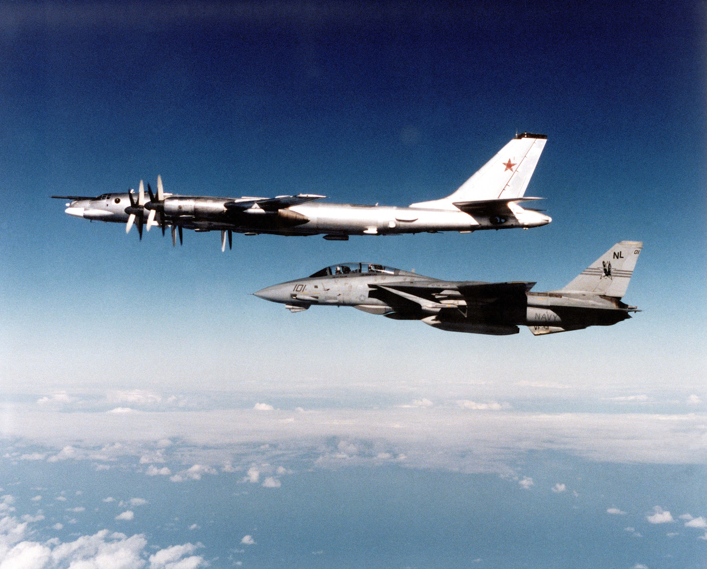 F-14A_VF-51_Tu95G_1991