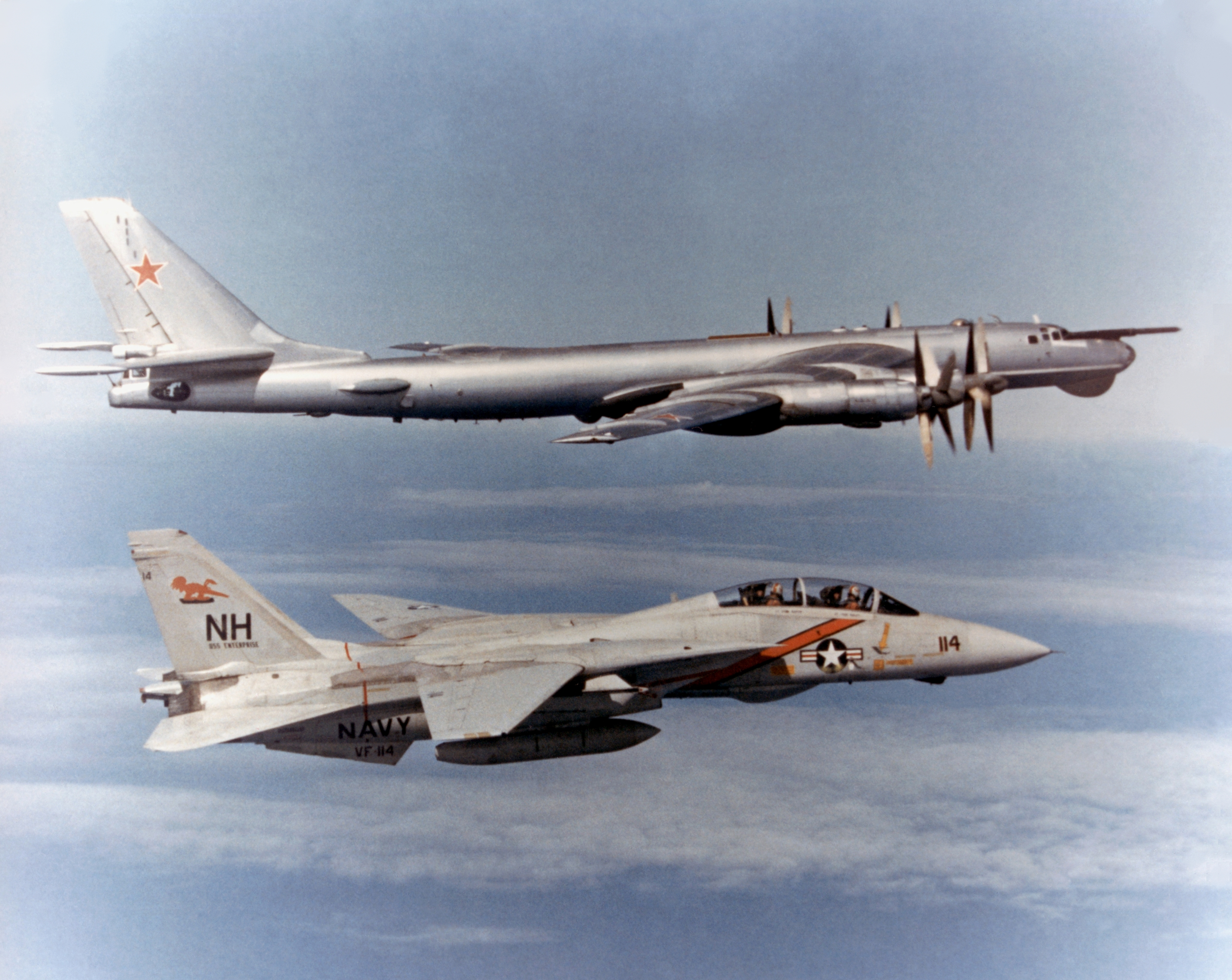 F-14_Tomcat_VF-114_escorting_TU-95_Bear
