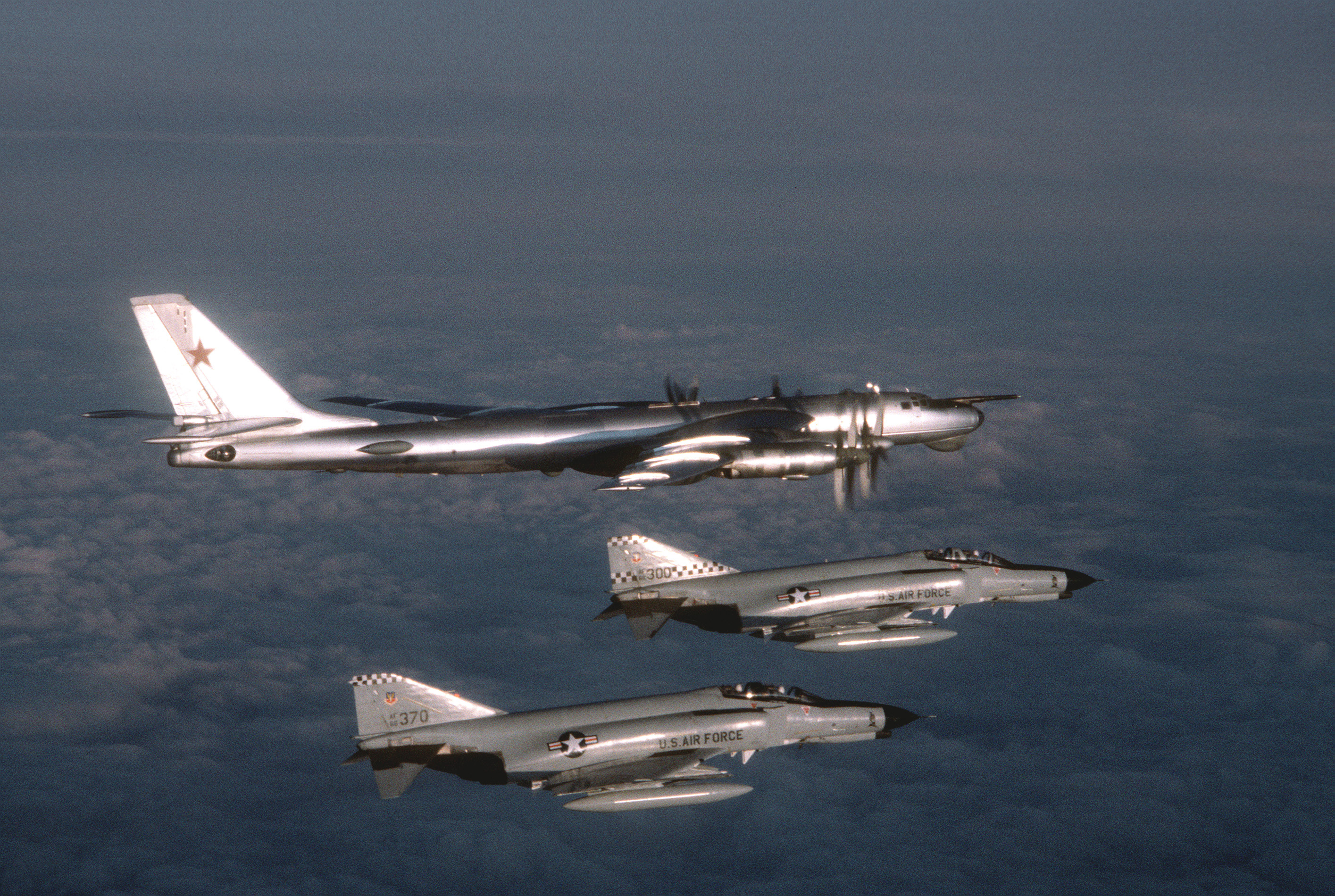 F-4Es_57FIS_Tu95D_1980