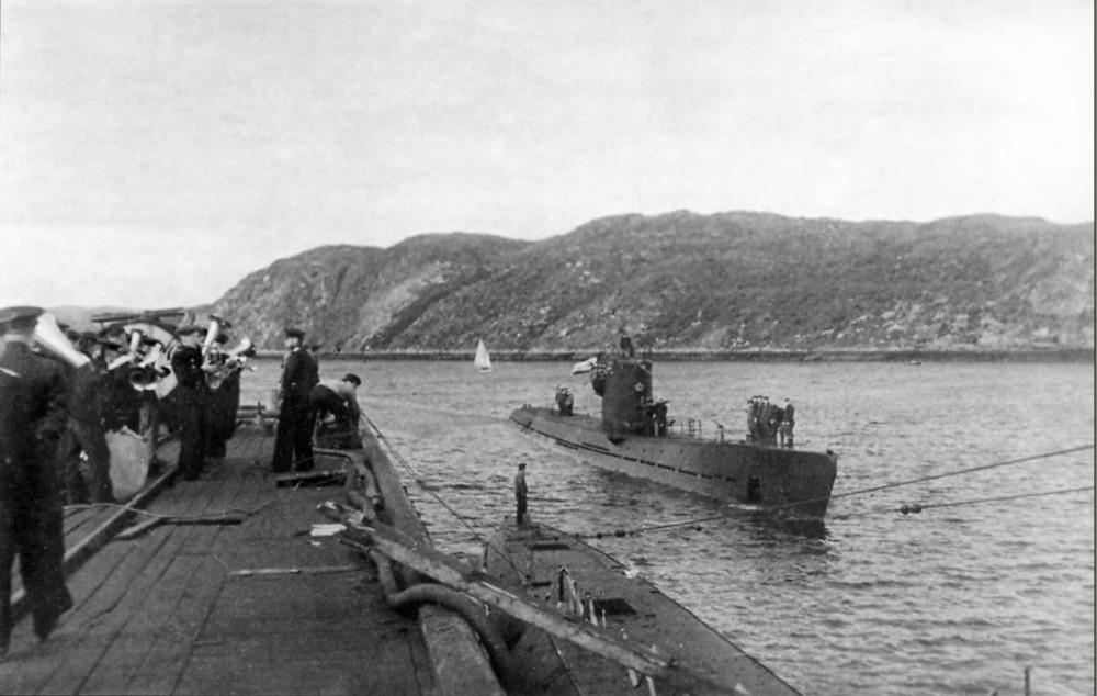 Дизельная подводная лодка. IX-бис серии. (С-56). - Торжественная встреча «С-56» в Полярном.- 2