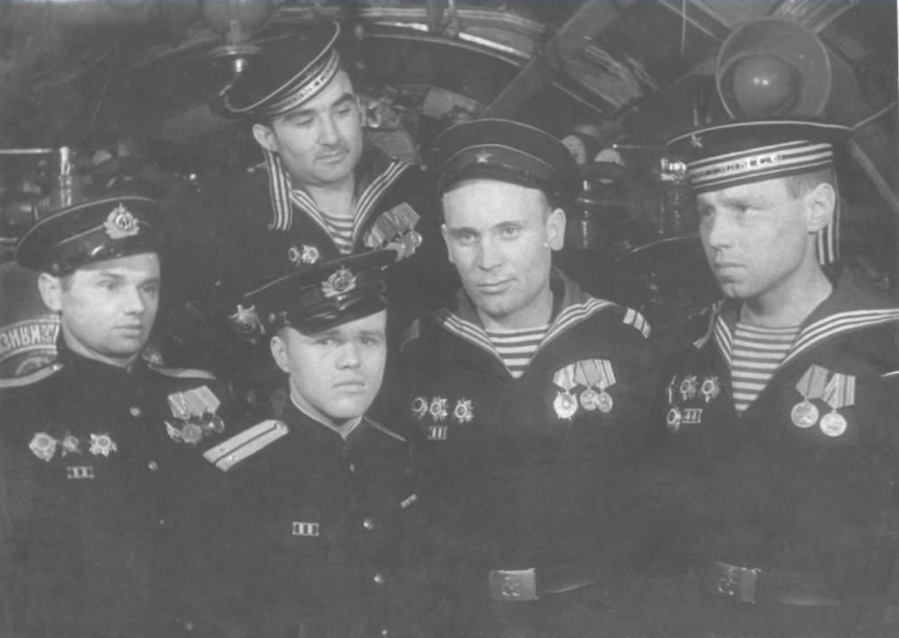 Дизельная подводная лодка. IX-бис серии. (С-56). -  Торпедисты «С-56» 1945г. - 9