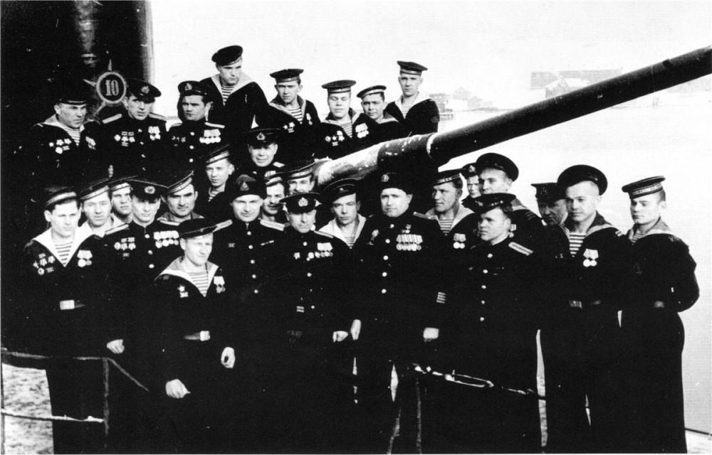 Дизельная подводная лодка. IX-бис серии. (С-56). - Экипаж «С-56». весна 1945 года.  - 16