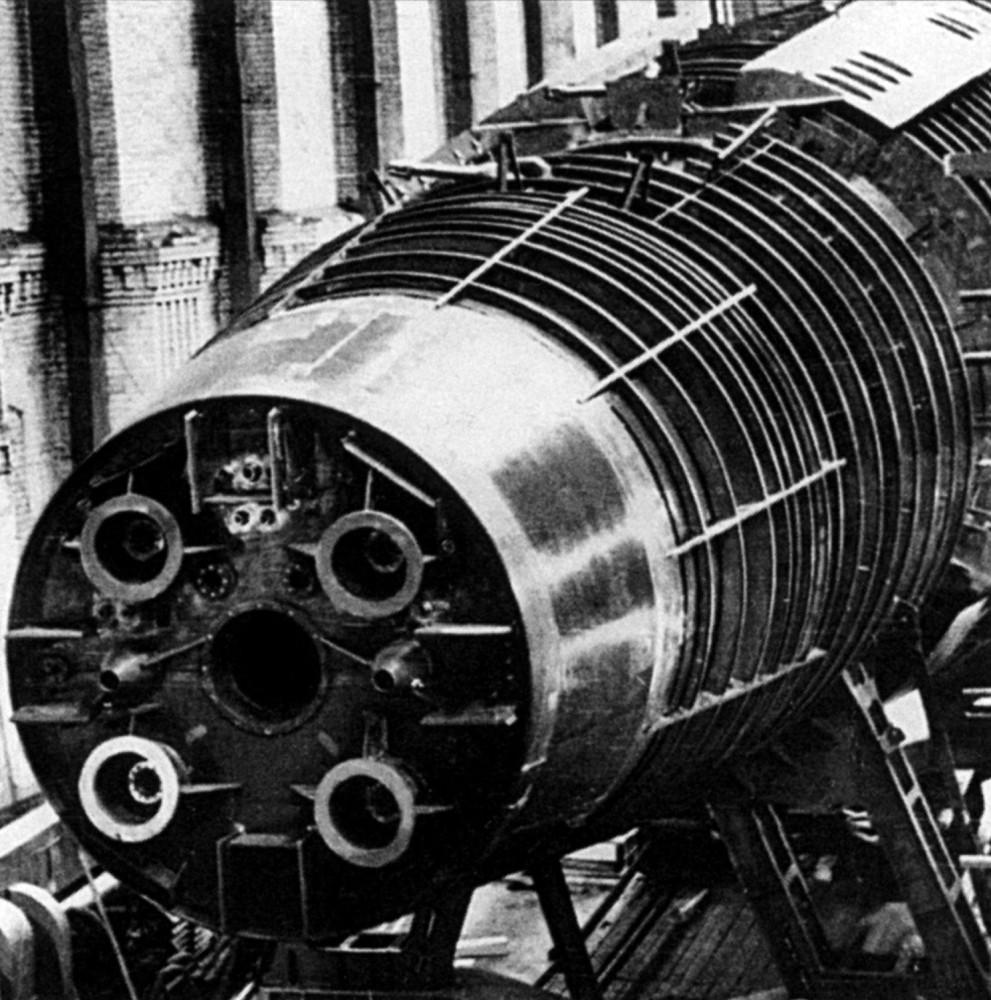 Формирование опытной автоматизированной атомной подводной лодки проекта 705 на стапеле - 1