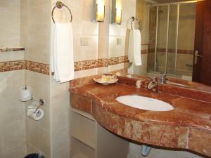 Интерьер-ванной-комнаты-1303105875_79