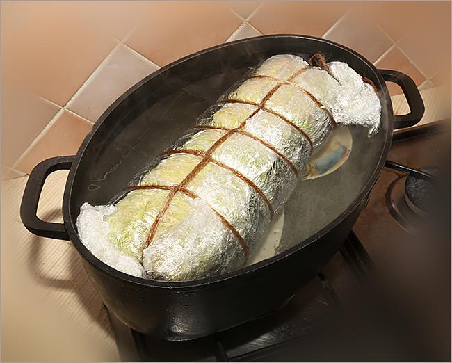 Мясной рулет из савойской капусты