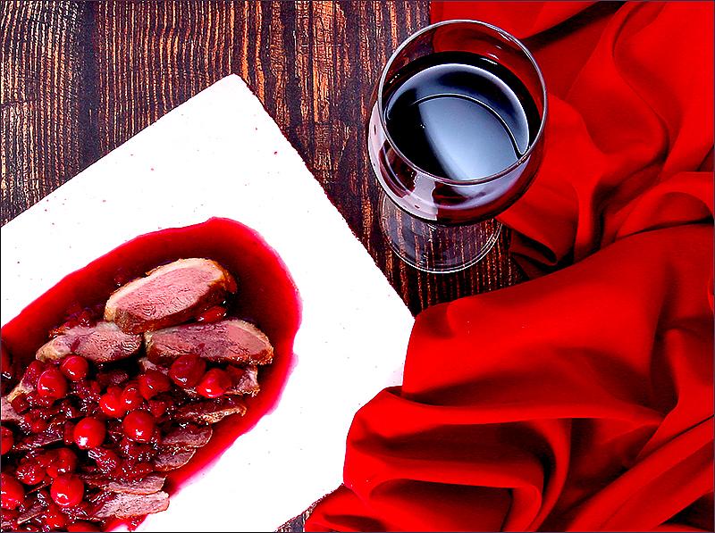 Утиные грудки с вишневым соусом (замор. вишня)