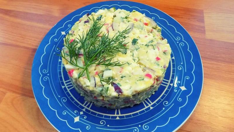 Салат с крабовыми палочками сыром и огурцом