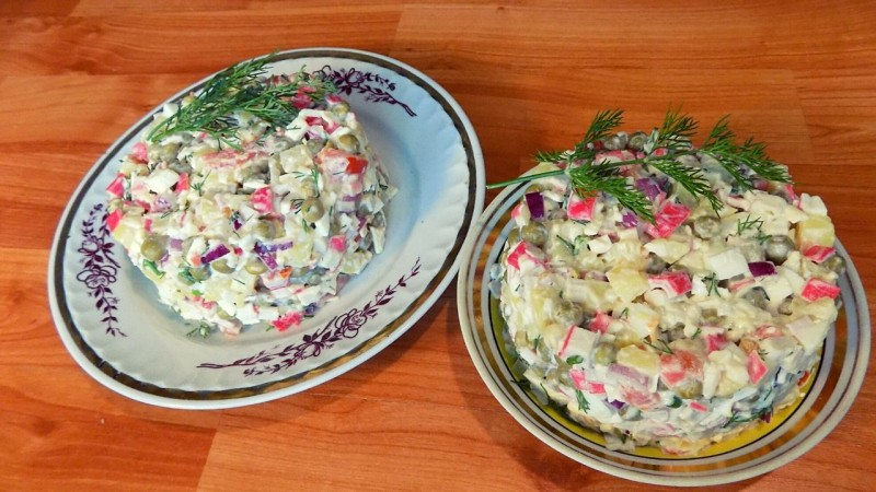Крабовый салат с яйцами