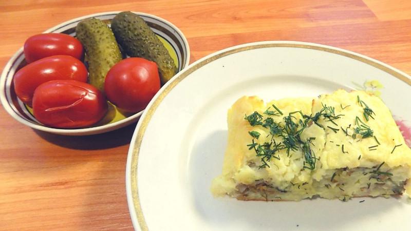 Картофельный рулет с фаршем и сыром
