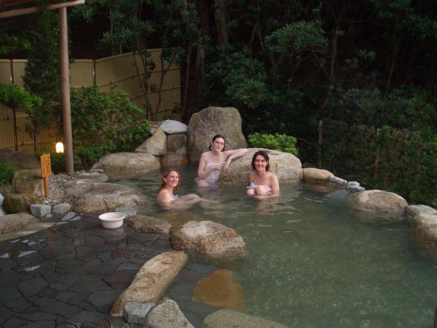 Туристы в Tsuetate onsen Кумамото