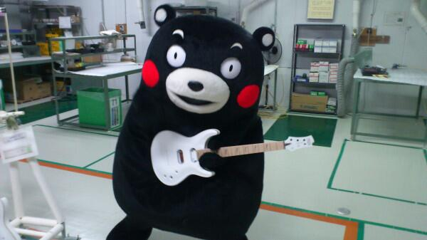 Kumamon making guitar