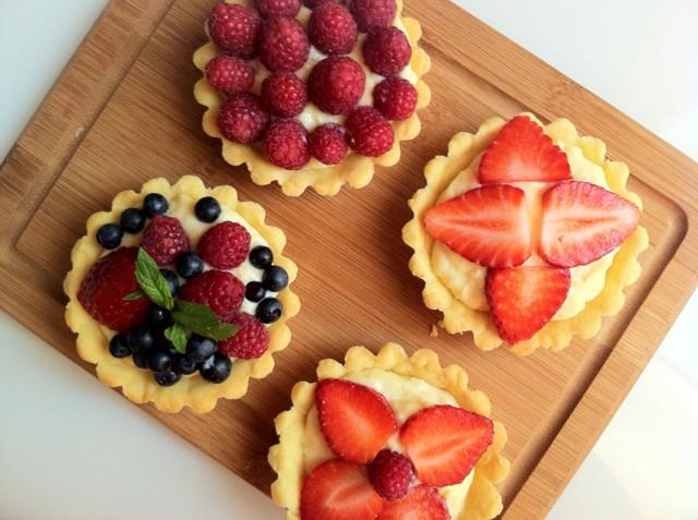 корзиночки с фруктами и кремом с фото