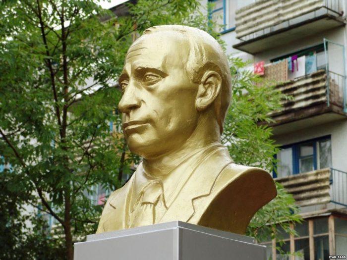 Памятники Путину растут, как грибы