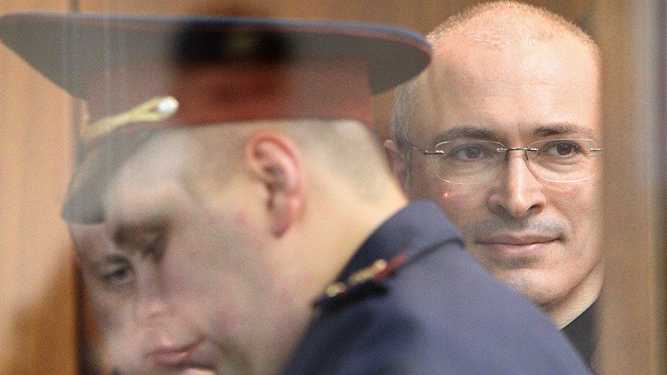 Дело «Юкоса»: Путин получает битой между ног