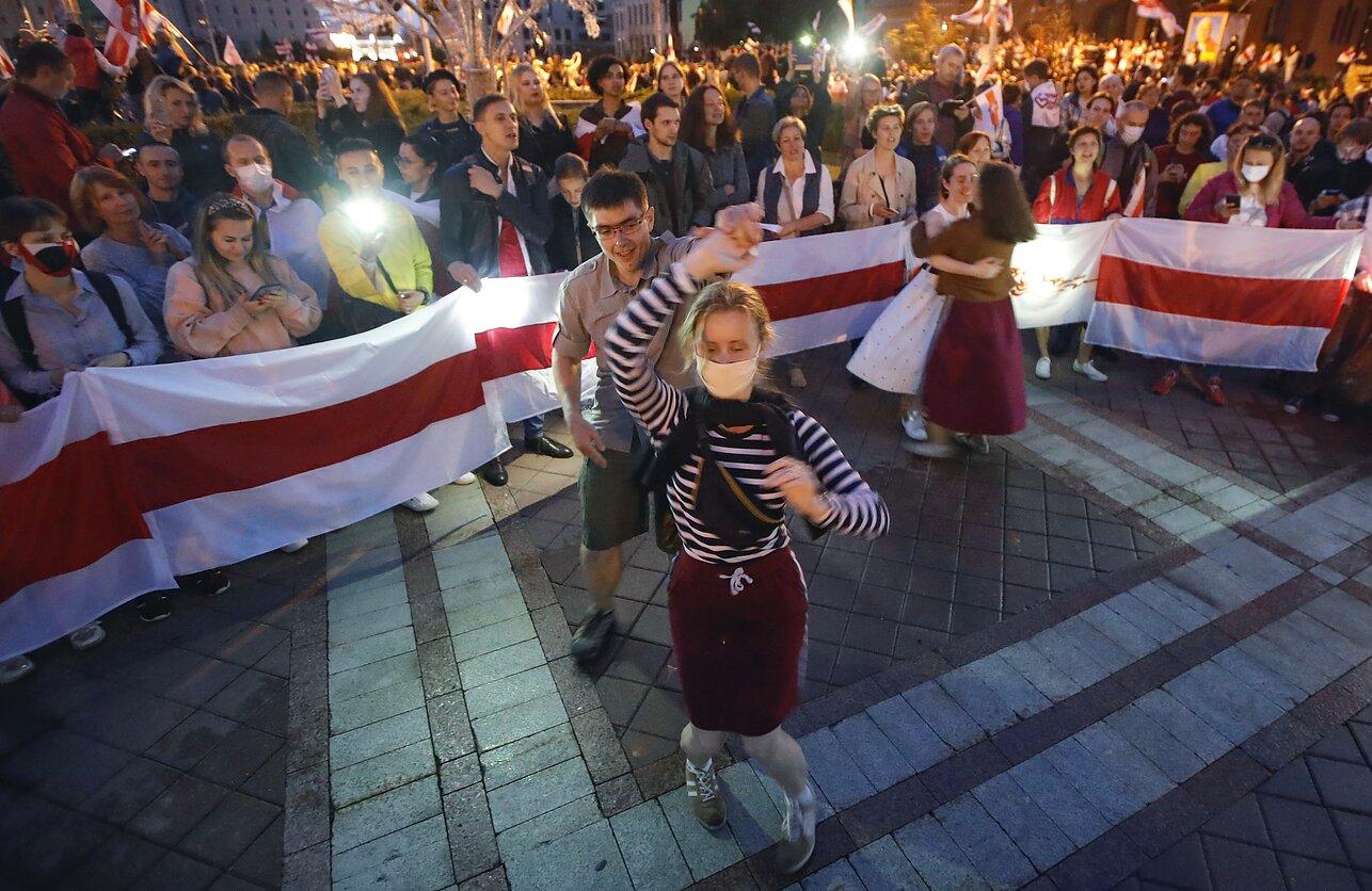 Беларусь: революция превращается в карнавал
