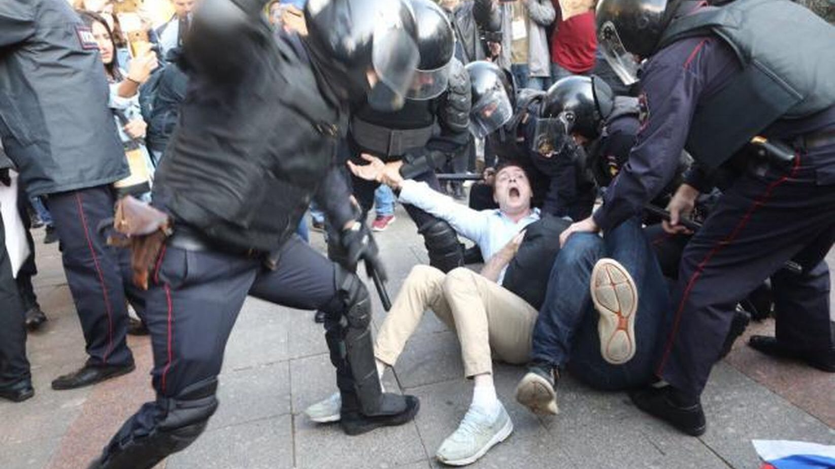 Навальный сидит. Безнадега и тотальный п****ц. Что делать?