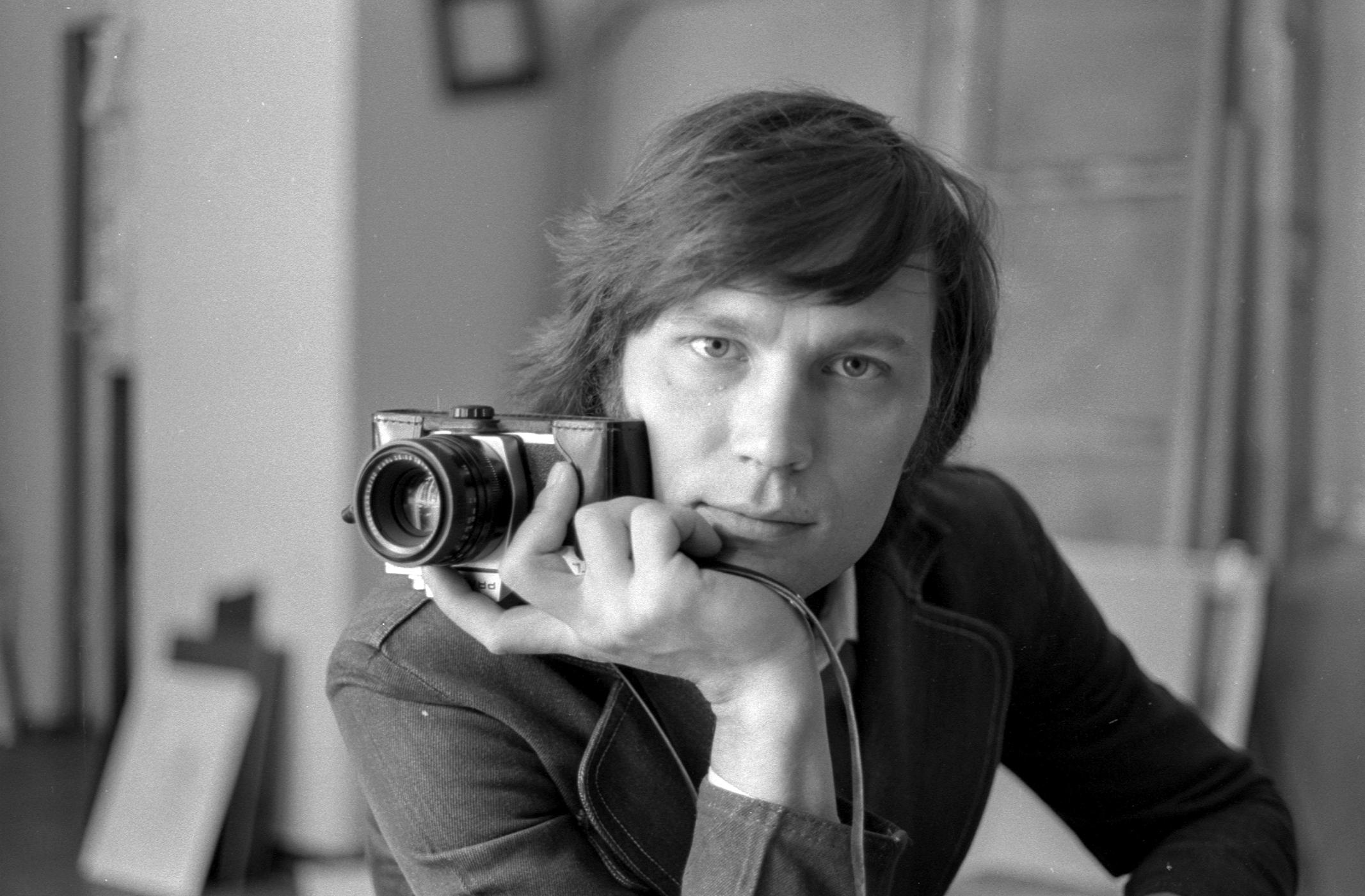 В мастерсой художника Евгения Вшивкова. Новкузнецк. 1979
