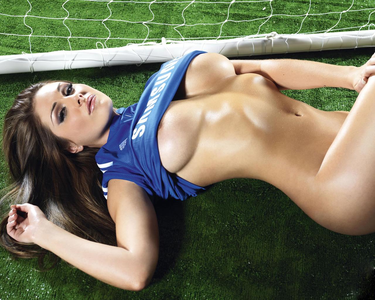 Футболистка сняла футболку обменялась 10 фотография