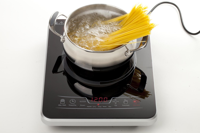 Индукционная плитка подходит к любому самогонному аппарату и ректификационной колонне, а также позволяет готовить вкусно, быстро и абсолютно безопасно!