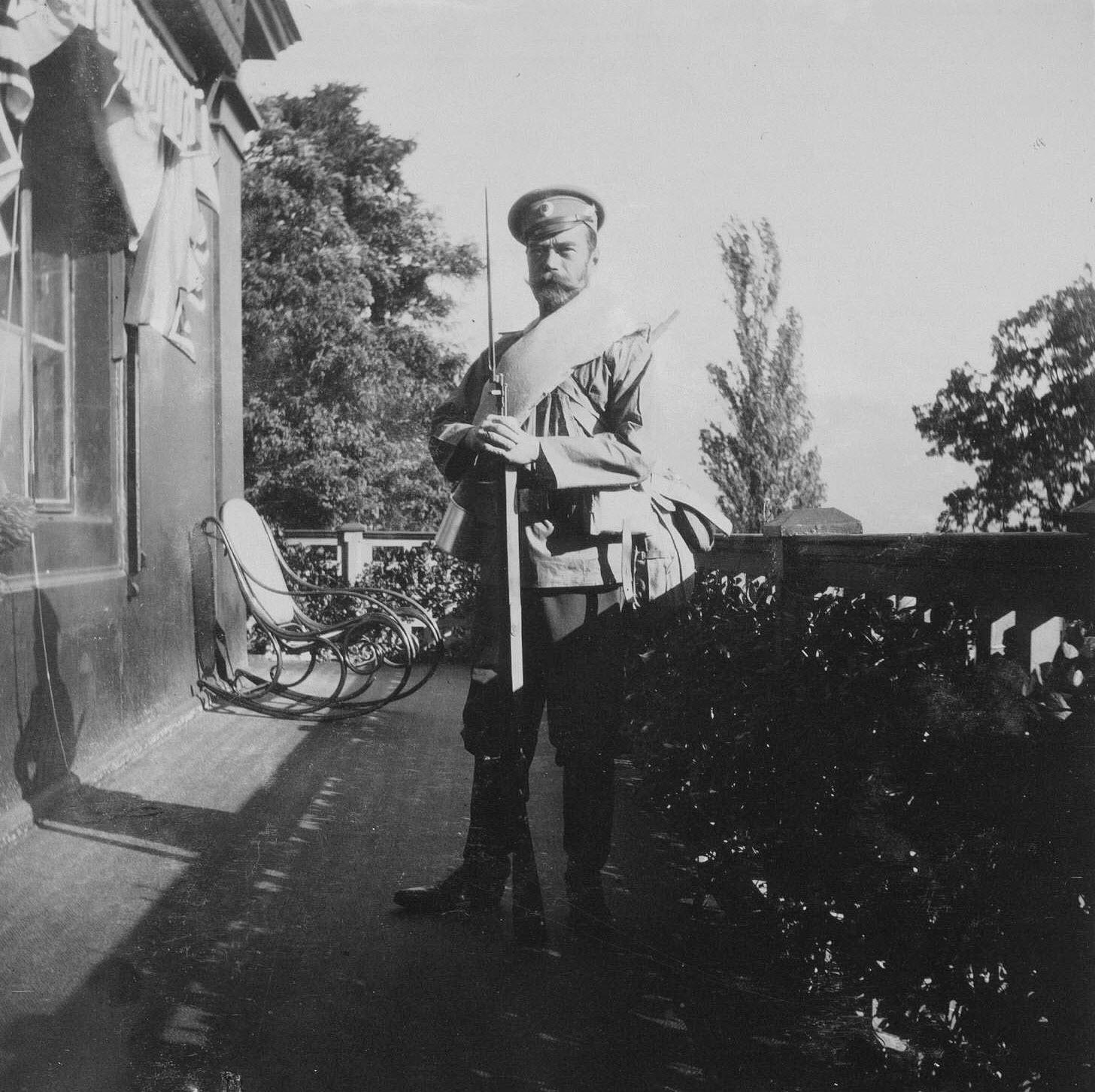 Император Николай II в форме солдата Русской армии