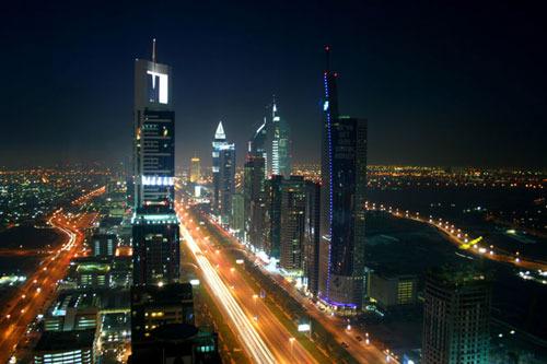 Dubai_night_skyline_view