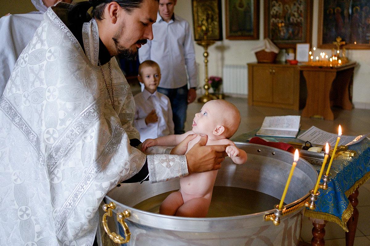 скрывается картинка з хрещенням дитини рода