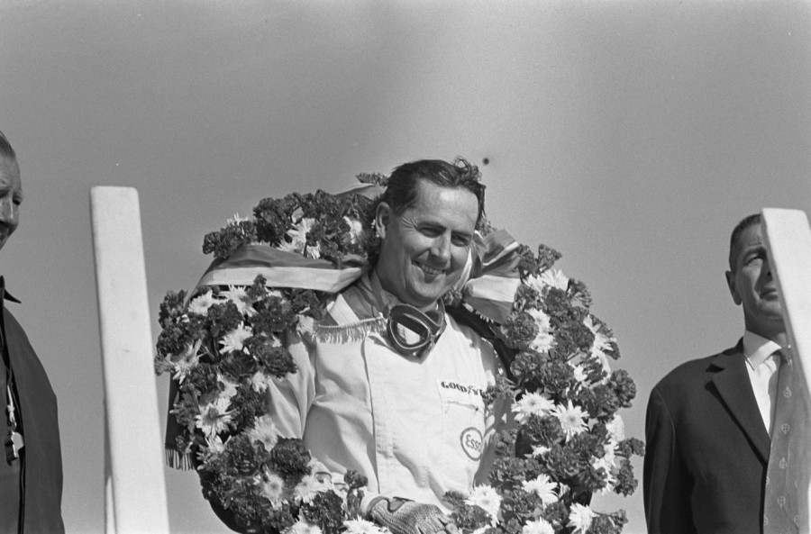 Brabham_at_1966_Dutch_Grand_Prix_(5)