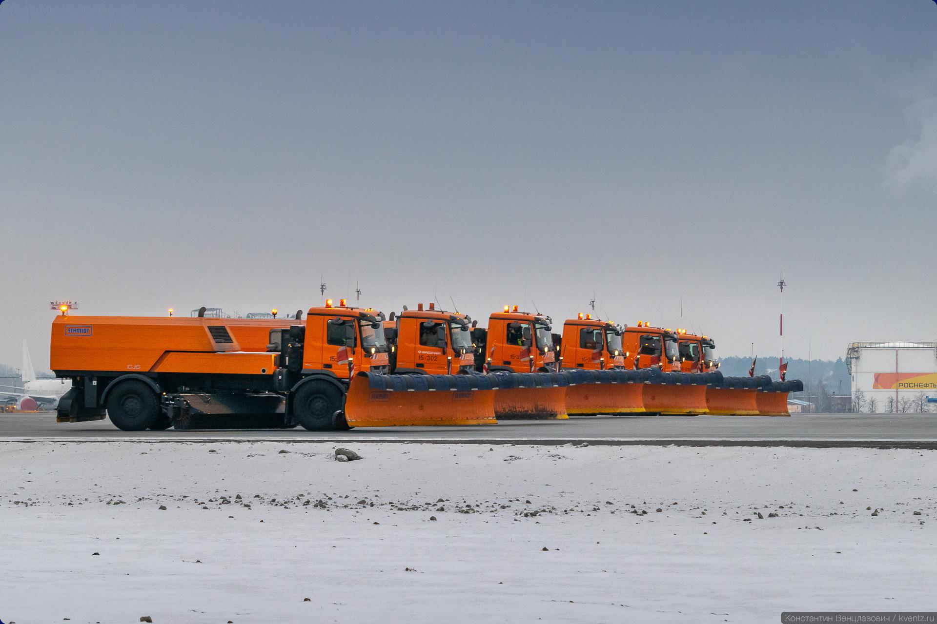16. Впрочем, в Шереметьево используется и техника SCHMIDT. На фото —плужно-щёточно-продувочные машины SCHMIDT CJS.