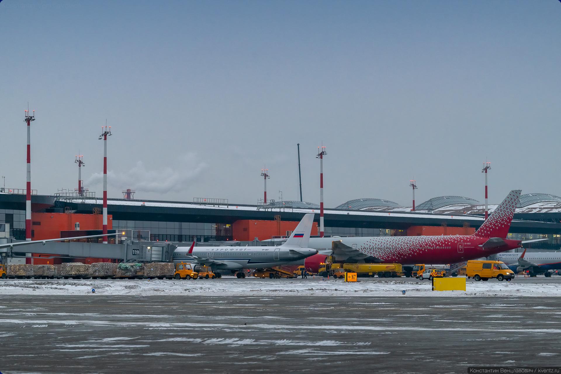25. Слух быстро развеялся, когда стало понятно, что первый рейс будет в Санкт-Петербург, а ближайший есть только один — на «Добролёте» Airbus A320-200 VP-BNT.