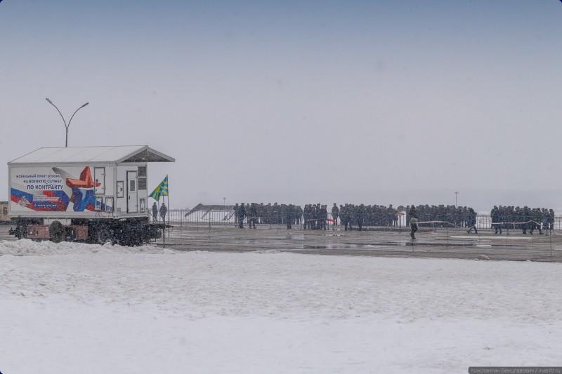 02. Утром 23 февраля погода в Армавире стала ещё хуже, чем накануне: похолодало, усилился ветер, повалил мокрый снег. Брррр…