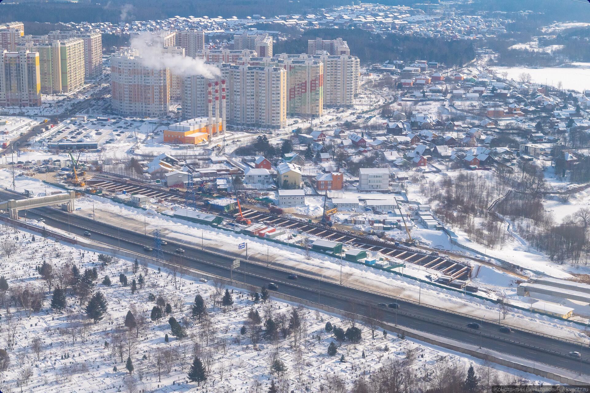 02. После станции «Пыхтино» путь выходит на поверхность.