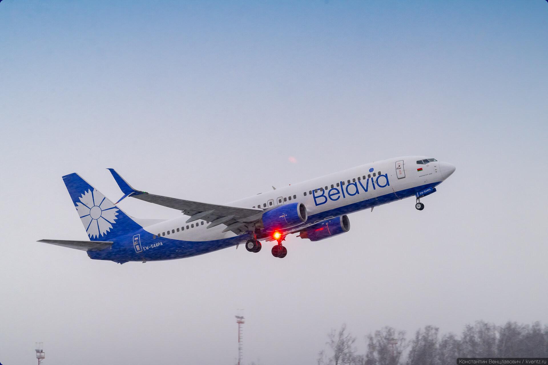 Boeing 737-800 EW-544PA.