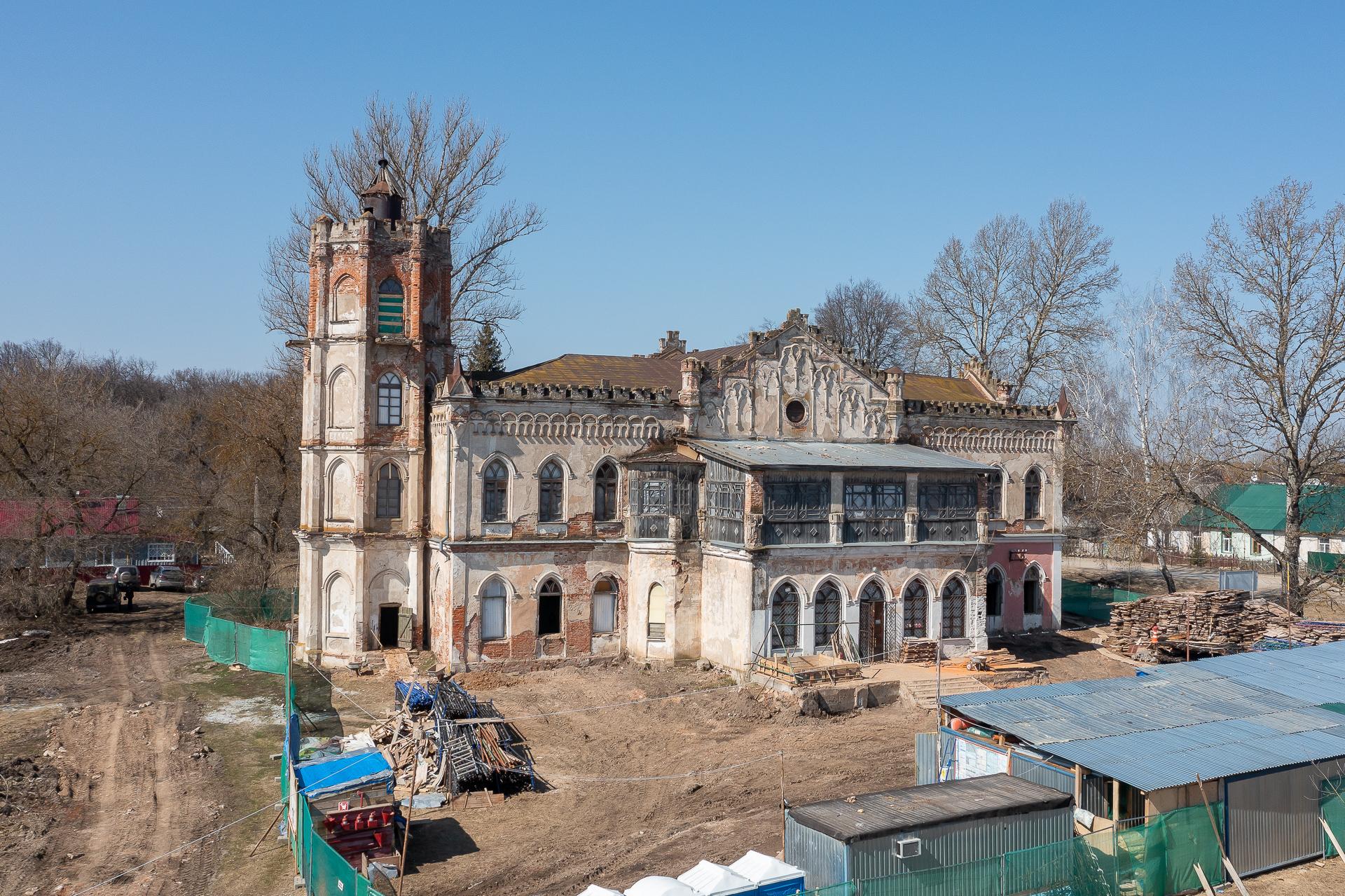Готический домик, апрель 2021 года
