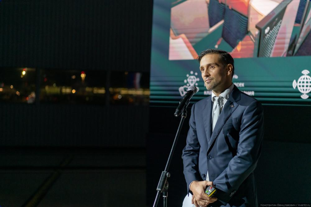 04. Презентацию провёл директор департамента маркетинга «Аэрофлота» Антон Мягков.