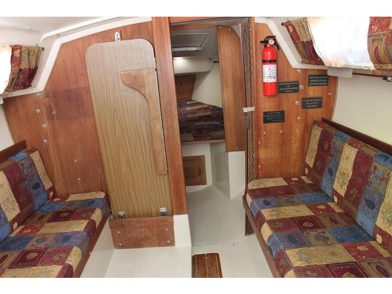 Яхта Catalina