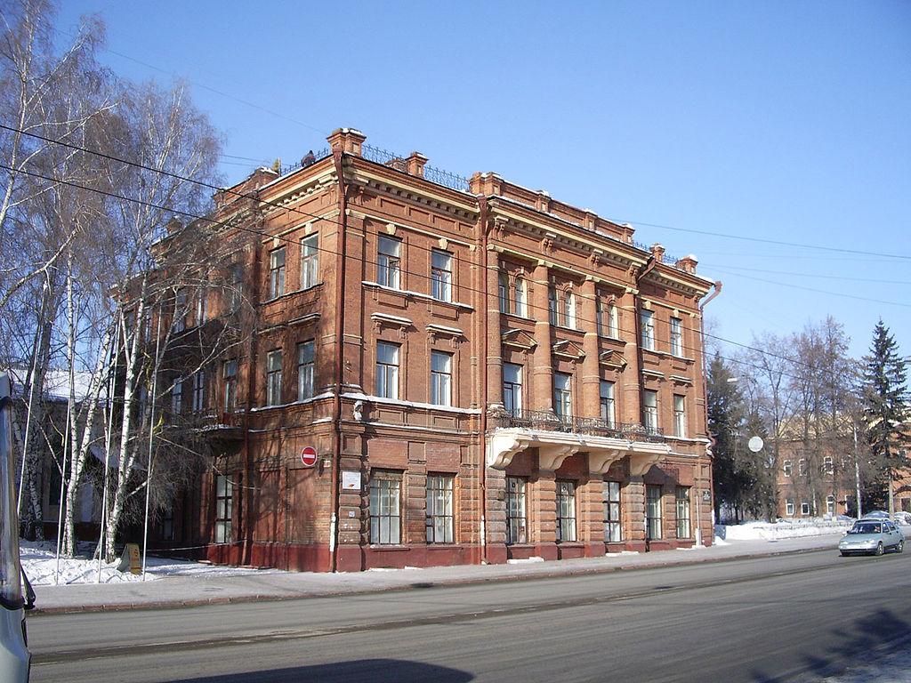 1024px-Tomsk_Lenin_42[1]