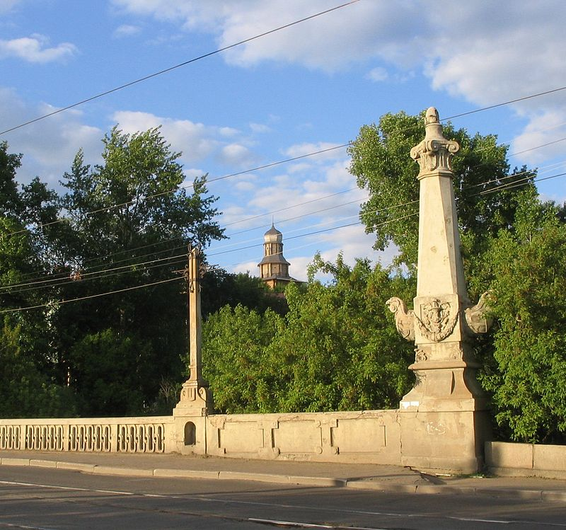 800px-Tomsk_Stone_Bridge_Rostr[1]
