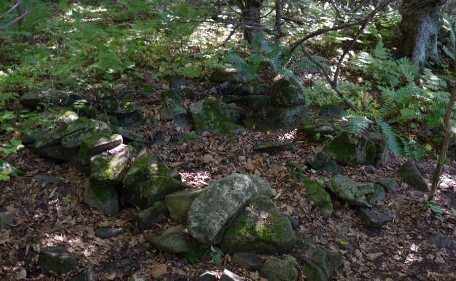 отстатки древнего каменного сооружения